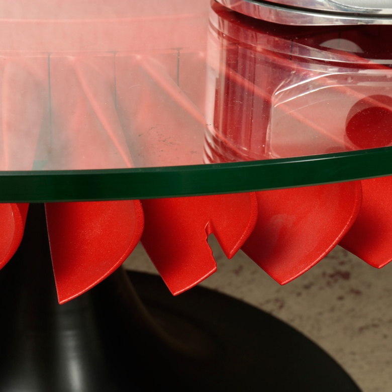 Table de salon/coin de canapé réalisée avec une couronne de réacteur de Mirage III