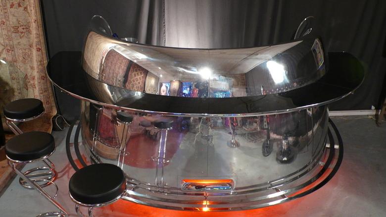 """Bar conçu à partir d'un capot de réacteur de DOUGLAS DC10 """"Vendu"""""""