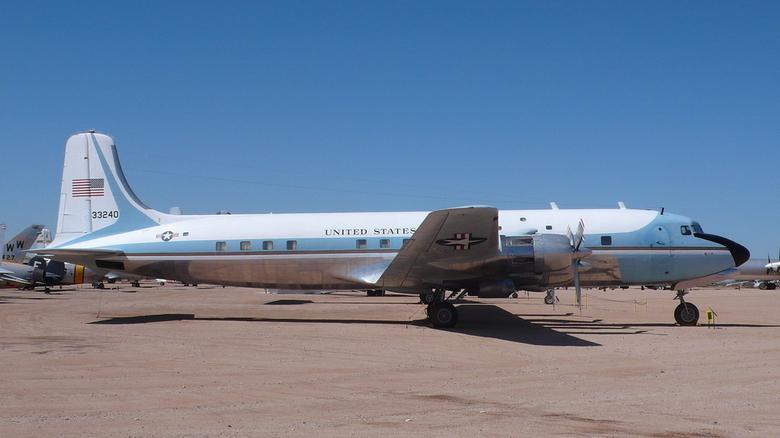 """""""Bar"""" Capot moteur d'avion Douglas DC6 - Vendu"""
