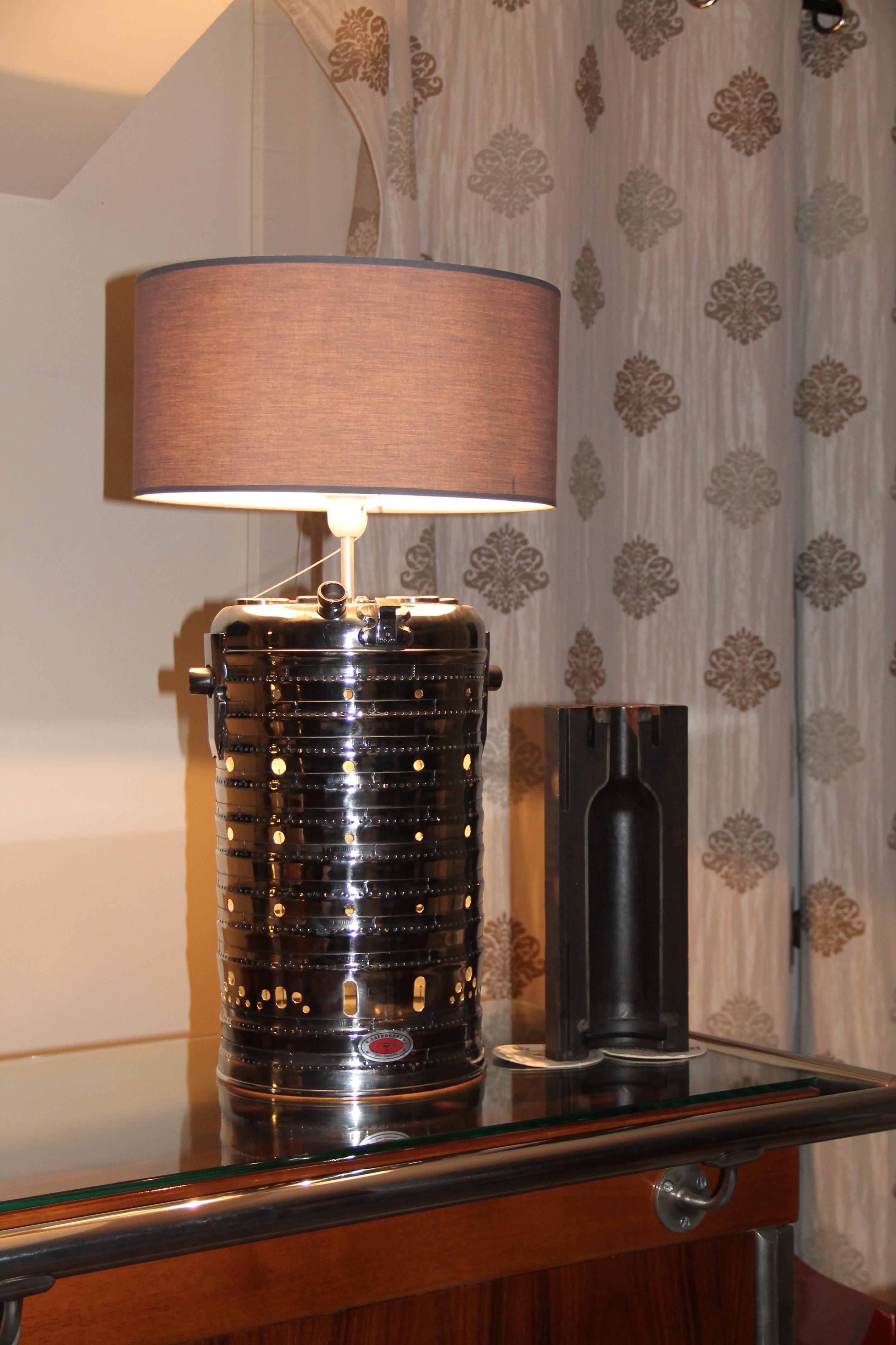 Lampe réalisée avec une chambre de combustion