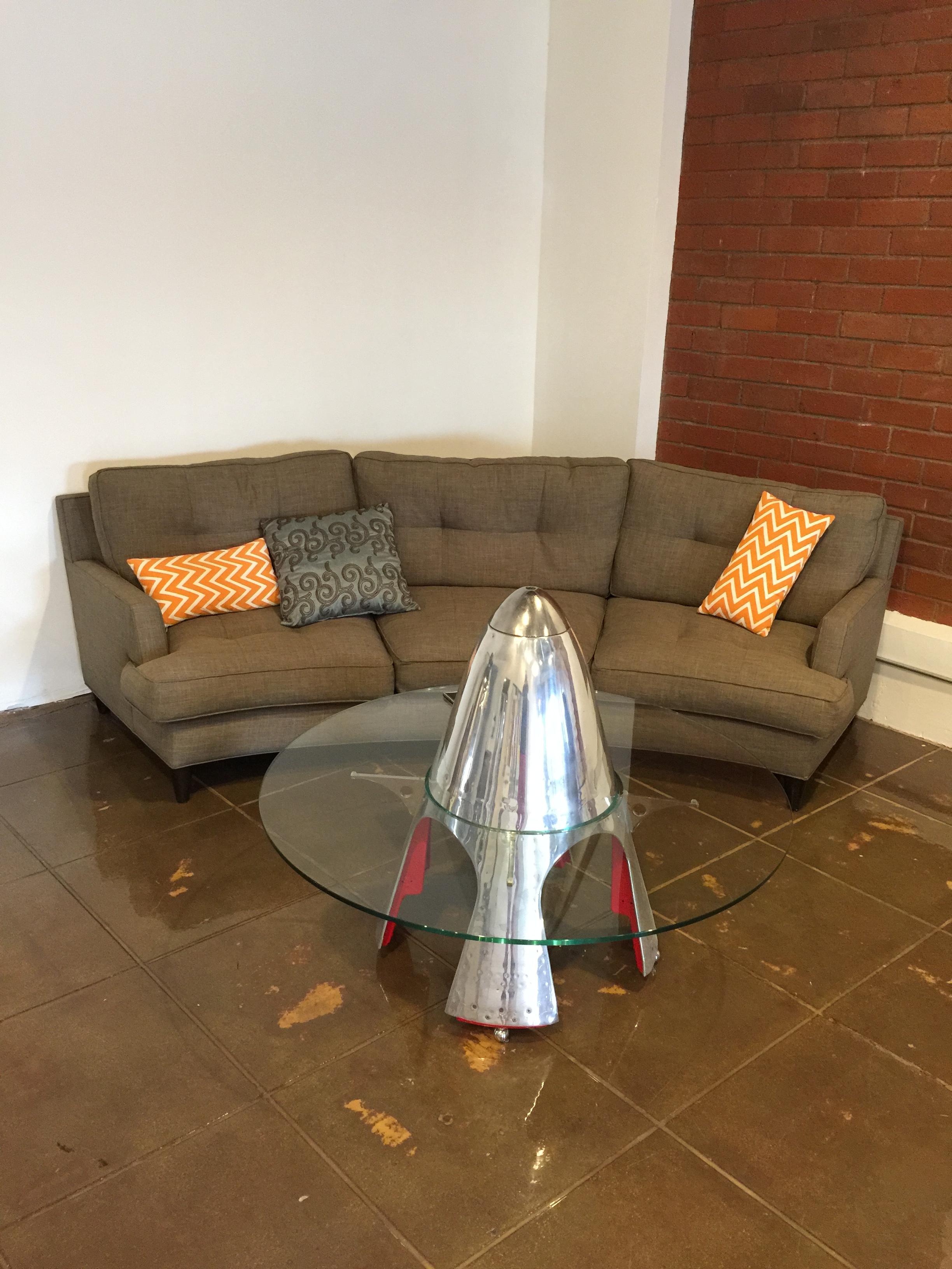 Table de salon réalisée avec un cône d'hélice