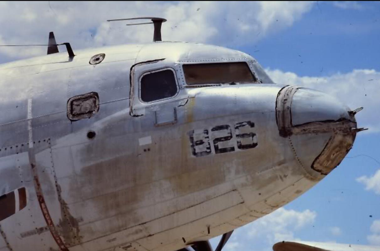 Antenne d'avion Douglas DC3 (1/2)