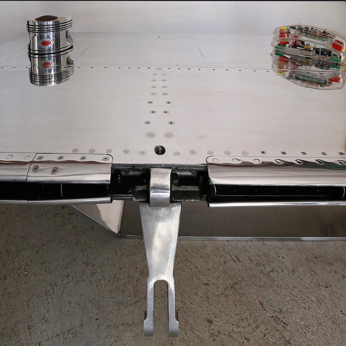 """Table de salon """"coffee table"""" Aile de Mirage III - Avion Dassault (vendu)"""